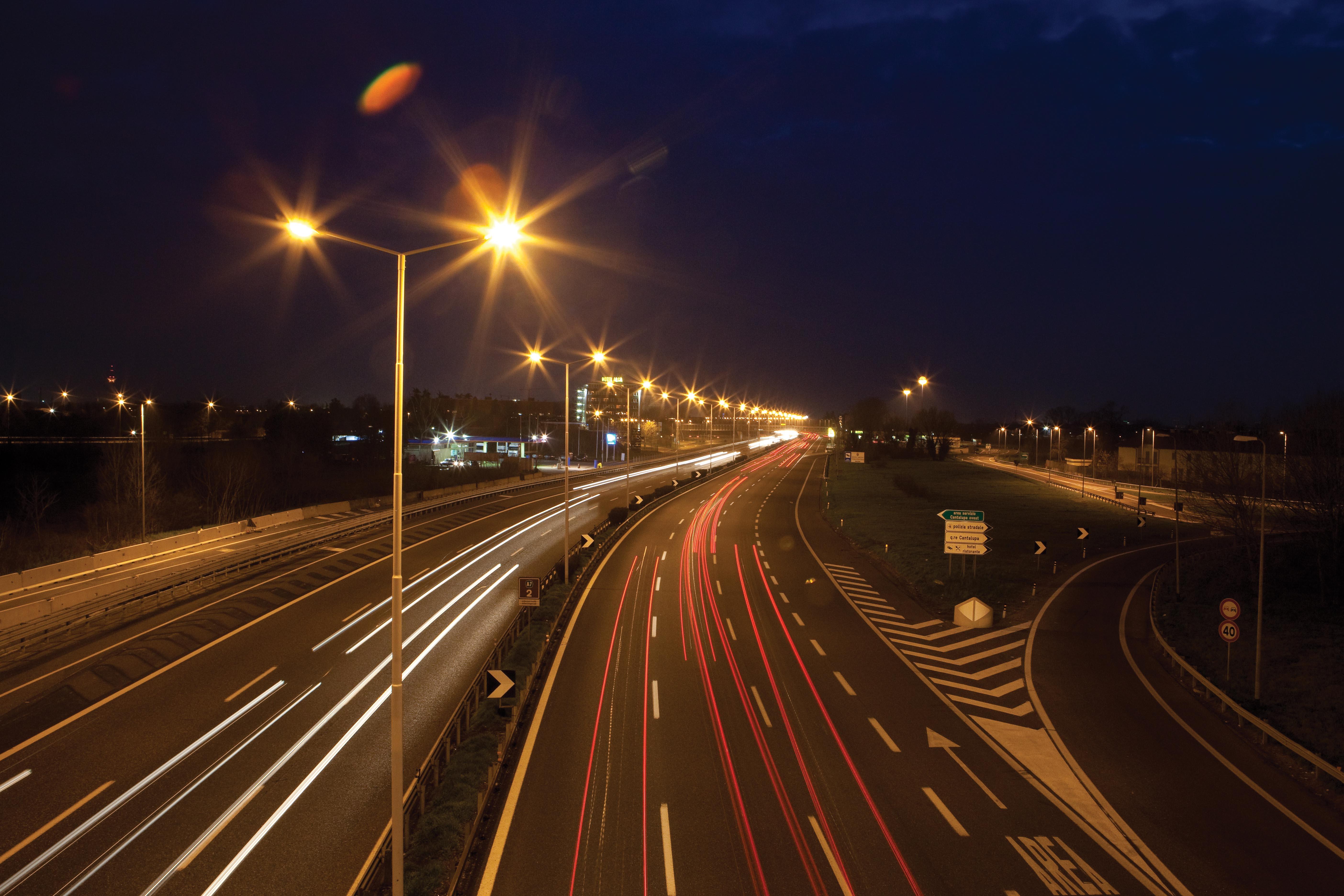 Lavori di realizzazione dell'impianto di illuminazione e adeguamento delle barriere di sicurezza in A50 Tangenziale Ovest di Milano